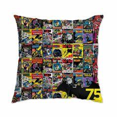 Almofada comemorativa dos 75 anos de lançamento do Batman pela DC Comics. Tamanho 43 x 43 cm e tecido antialérgico.