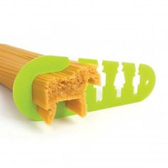 Pasta lovers, are you hungry enough to eat a horse? Well now you can with the Horse Spaghetti Measure. Getting the right amount of spaghetti for a meal is always a challenge Best White Elephant Gifts, Design3000, Pasta Maker, 3d Prints, Kitchen Gadgets, Kitchen Stuff, Kitchen Products, Kitchen Items, Cool Gadgets