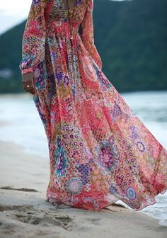 This maxi dress reminds me of the floral print maxis in the 1970s.