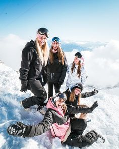 47 Fashionable Snowboard Fashion Outfits for Women It appears that a bulk of women's snowboarding jackets have some type of insulation included. Ski and snowboard boots are […] Style Snowboard, Snowboarding Style, Snowboarding Women, Ski And Snowboard, Snowboarding Jackets, Ski Ski, Apres Ski, Snowboards, Foto Glamour