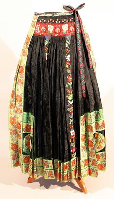 A Kárpátmedence viseletei - 104227362733955419577 - Picasa Web Albums Folk Costume, Costumes, Hungarian Embroidery, Traditional Dresses, Skirt Fashion, Beautiful Outfits, Upcycle, Ethnic, Culture