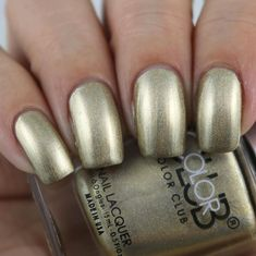 Color Club Good As Gold swatched by Olivia Jade Nails Jade Nails, Olivia Jade, Color Club, Halo, Swatch, Chrome, Nail Polish, Beauty, Collection