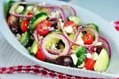 Frittata s tofu, cuketou a paradajkami Greek Salad Recipes, Meat Recipes, Healthy Recipes, Ensalada Caprese, Caprese Salad, Pain Pita, Vegetable Salad, Vegetarian Cheese, Healthy Salads