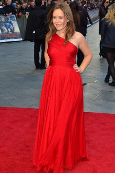 Tanya Burr working red on the red carpet.