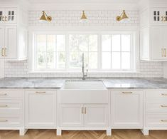 Modern Farmhouse Kitchen Subway Tile Modern Farmhouse Kitchen with subway tile and farmhouse sink The backsplash is a traditional white subway tile #ModernFarmhouseKitchen #SubwayTile more details on Home Bunch