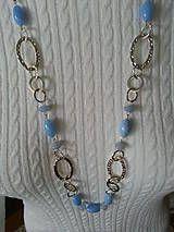 Náhrdelníky - retiazka s veľkými očkami a sklenenými modrými korálkami - 5114935_