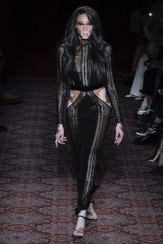 See the complete Julien Macdonald Fall 2017 Ready-to-Wear collection.
