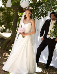 Eladó Lilly menyasszonyi ruha - Kód  E017 ~ Menyasszonyi Ruha Outlet  Katalógus(Lilly 1eaf9350cd
