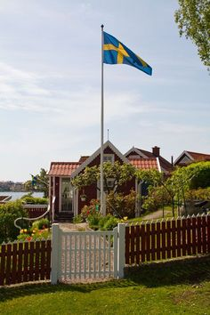 Sweden, welcome --such a typical Swedish red house Swedish Cottage, Swedish House, Swedish Farmhouse, Kingdom Of Sweden, Red Houses, Sweden Travel, Scandinavian Countries, Swedish Style, Stockholm Sweden
