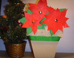 Karácsonyi képeslap - mikulásvirággal cserépben  Ha szeretnéd megvásárolni, kattints a képre.