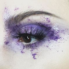 | T E X T U R E |  I'm still sick and won't be able to periscope today so I thought I'd #tbt to when I splattered a bunch of #kvdbeauty products all over my eye with a craft sponge for the first time. This look started my splatter love.  Danzig metal crush shadow | Ayesha liquid lipstick | Neruda liner | #kvdlook by risadexter