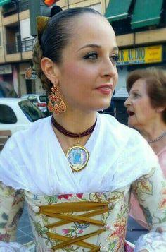 Resultado de imagen de dansà valenciana mantón Sari, Princess, Dresses, Regional, Fashion, Female Clothing, Wedding Dressses, Sewing Projects, Hair Bows
