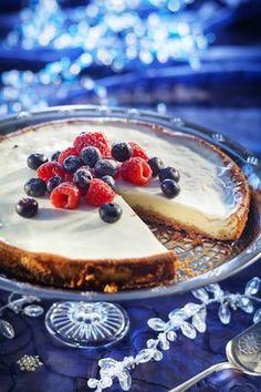 K-ruoasta löydät lähes 6000 testattua Pirkka reseptiä sekä ajankohtaisia ja asiantuntevia vinkkejä arjen ruoanlaittoon, juhlien järjestämiseen ja sesongin ruokaherkkujen valmistukseen. Tutustu myös Pirkka- ja K-Menu-tuotteisiin. Mitä tänään syötäisiin? -ohjelman jaksot Pirkka resepteineen löydät K-Ruoka.fistä. Cheesecake, Tasty, Yummy Food, Yummy Recipes, Food And Drink, Pie, Menu, Sweets, Homemade