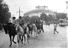 Haz clic en la imagen para mostrarla a tamaño completo. Prado, Moose Art, Animals, Vintage, Sevilla, B W Photos, Antique Photos, City, History