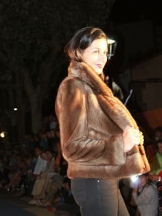 Presentación de la Colección Otoño-Invierno. Venta Online. hervaspiel.com/tienda/es Cazadora piel de vison Fur Coat, Jackets, Fashion, Mink Fur, Fall Winter, Store, Suits, Women, Down Jackets