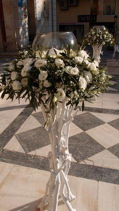 λαμπάδες με λυσίανθο γυψοφίλη και φύλλωμα ελιάς...Δεξίωση | Στολισμός Γάμου | Στολισμός Εκκλησίας | Διακόσμηση Βάπτισης | Στολισμός Βάπτισης | Γάμος σε Νησί & Παραλία Bouquet, Advent Wreath, Church Flowers, Plan My Wedding, 50th Wedding Anniversary, Bottle Crafts, Traditional Wedding, Event Decor, Floral Arrangements