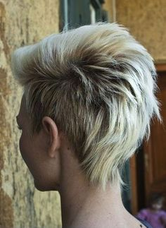 Mohawk Hairstyles For Women, Short Hairstyles For Thick Hair, Cute Short Haircuts, Short Hair Cuts, Curly Hair Styles, Cool Hairstyles, Hairstyle Ideas, Mowhawk Hairstyles, Haircut Short