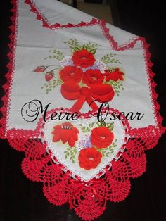 pintura em tecido risco coração com barradinhos - Pesquisa Google Crochet Edging Patterns, Crochet Borders, Embroidery Patterns, Table Toppers, Doilies, Crochet Projects, Diy And Crafts, Projects To Try, Lily