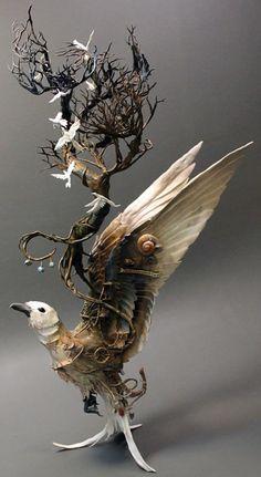 L'Artiste Canadienne Ellen Jewett crée de Magnifiques Sculptures d'Animaux Fantasmagoriques. Elles Fusionnent Vie Animale et Vie Végétale et sont Réalisées en Argile, sur Armatures Métalliques
