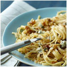 Panera Pasta with Walnuts, Gorgonzola and Ciabatta Crumbs Pasta Recipes, Dinner Recipes, Cooking Recipes, Recipe Pasta, Dinner Ideas, Great Recipes, Favorite Recipes, Yummy Recipes, Recipe Ideas