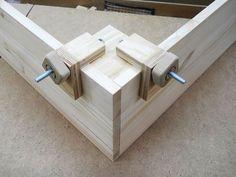 Handy Corner Assembly Clamps / Pratiques serre-joints pour coins: