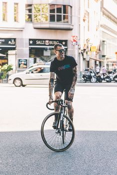 Creative cycling project representing & connecting different cultures around the world. We create apparel with cycling in mind to provide maximum functionality. Track Cycling, Urban Cycling, Urban Bike, Cycling Bikes, Track Bicycle, Urban Lifestyle, Fixed Gear Bike, Cycle Chic, Scooter Girl