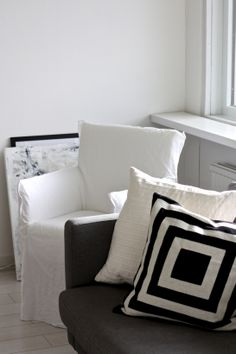 homevialaura | Paola Navone | Gervasoni Ghost | Ghost24 | white linen chair | home interior | living room | Day Birger Et Mikkelsen | cushion