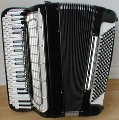 Morbidoni - Button - Piano-effect (Year?)- Castelfidardo, Italy. Don't know the year. There was a trend for these piano-effect accordions in the 1930s. Could this be a later reproduction. It's in great condition and looks wonderful, the overall shape though looks very modern.