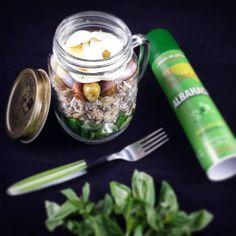 MY SALAD IN A JAR  Canónigos Pasta  Queso fresco  Aceitunas  Tomatitos @kumato_original  Huevo duro  Aceite en spray al toque de albahaca #algusto