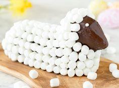 Super flauschig: Osterlamm mit Marshmallow-Wolle