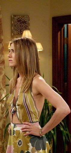 Rachel Green bared her midriff in dresses before it even became a trend. Rachel Green Outfits, Rachel Green Style, Rachel Green Friends, Jenifer Aniston, Look Formal, Friend Outfits, Cute Summer Dresses, Star Wars, Pretty Outfits