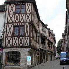 Maisons de la rue Verrerie Monuments, Rue Pietonne, Le Palais, Old Houses, Street View, Culture, Internal Courtyard, Homes, Places