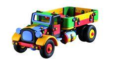 Set constructie camion mare - Mic o Mic  Acest kit de constructie a fost dezvoltat impreuna cu pedagogi iar instructiunile de asamblare au fost omise in mod intentionat. Jocul de constructie il va ajuta pe copilul dvs. sa-si dezvolte creativitatea si ablitatile motorii fine. Copilul ar trebui ajutat numai daca se blocheaza si nu stie cum sa continue asamblarea constructiei. Pinii pot fi scosi si impinsi cu ajutorul clestelui inclus in acest kit.  Dimensiune aprox.: 32 x 13 x 11.9 cm