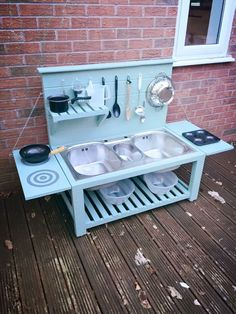 Five Cheap DIYs that will make your backyard an awesome play space - this is mini play kitchen for kids, good inspo to make adult sized outdoor kitchen (diy outdoor kitchen) Outdoor Play Kitchen, Mud Kitchen For Kids, Kids Outdoor Play, Outdoor Play Spaces, Outdoor Kitchen Design, Diy Mud Kitchen, Cubby Houses, Play Houses, Outdoor Classroom
