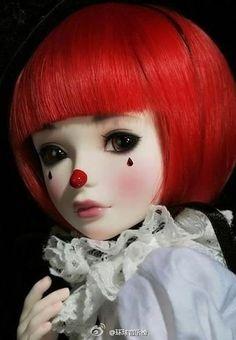 Modern Clown :: Clown Tania Doll - Close Up Creepy Circus, Circus Clown, Creepy Dolls, Circus Costume, Creepy Clown, Spooky Scary, Circus Party, Pierrot Costume, Pierrot Clown