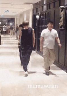 Chanyeol and his guns just casually strolling by (2/2)