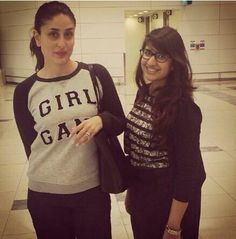 The gorgeous Kareena Kapoor Khan stopped to get a pic clicked with a fan recently. The actress was spotted by this fan at the Dubai airport.