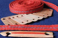 simple tablet woven band from the Ladoga burial ground. Tablet woven by Aisling Inkle Weaving, Card Weaving, Tablet Weaving Patterns, Weaving Textiles, Viking Garb, Woven Belt, Handicraft, Crochet, Fiber Art
