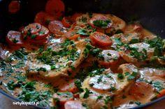 Przepis na indyka w sosie paprykowym z gotowaną marchewką. Zobacz jaki proste może być przygotowanie indyka!