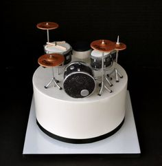 Drum set cake for my good friend Tina's husband! It's modeled after his actual drum set, so I was super excited to replicate it in cake form! Drum Birthday Cakes, Birthday Cakes For Men, Drum Cake, Guitar Cake, Bolo Musical, Cake For Boyfriend, Music Cakes, Specialty Cakes, Partys