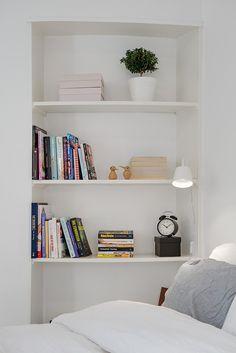 Bildresultat för inbyggd bokhylla dörröppning
