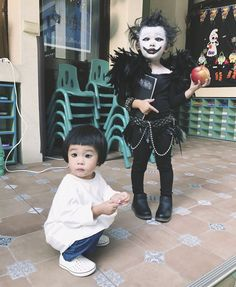 Cutest Ryuk and L cosplay Death Note L Cosplay, Baby Cosplay, Cute Cosplay, Amazing Cosplay, Halloween Cosplay, Halloween Costumes, Anime Cosplay, Creepy Costumes, Little Girl Dress Up