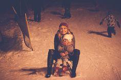 www.optymistycznie.eu matka i córka stok sanki winter photo zima mum and daughter love is in the air