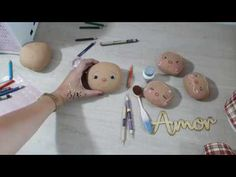 Doll Face Paint, Doll Videos, Doll Tutorial, Machine Embroidery Patterns, Doll Patterns, Baby Dolls, Doll Clothes, Crafts For Kids, Painting