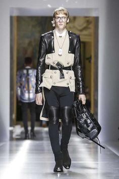 Balmain Menswear Spring Summer 2018 Collection in Paris Live Fashion, French Fashion, Fashion Show, Runway Fashion, Mens Fashion, Paris Fashion, Fashion Trends, Christophe Decarnin, Balmain Men