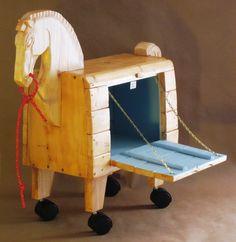Coffre à jouets cheval de Troie par GallopingAntiquities sur Etsy https://www.etsy.com/fr/listing/197221286/coffre-a-jouets-cheval-de-troie