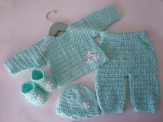 Free Pattern Mint Green Newborn Baby Set (Crochet)