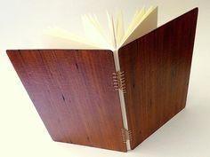 sketchbook capa dura  encadernação artesanal tecida  15 x 21 cm - papel canson creme 200 g/m²  2013 - volume único   (este produto já foi...