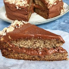 Luksus banankage med chokoladeganache | Mummum Danish Dessert, Banoffee Pie, Cream Pie, Meatloaf, Banana Bread, Main Dishes, Sweet Tooth, Sweet Treats, Recipies