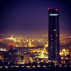 #Sevilla de noche - Torre #Pelli.
